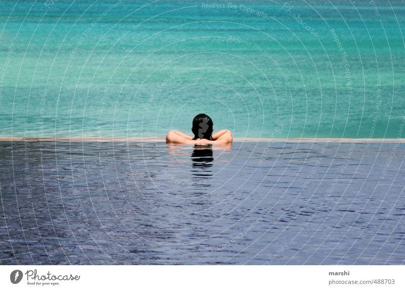 blau in blau Mensch Frau Jugendliche Ferien & Urlaub & Reisen Wasser Meer Erholung Junge Frau Erwachsene Gefühle Schwimmen & Baden Freizeit & Hobby Wellness