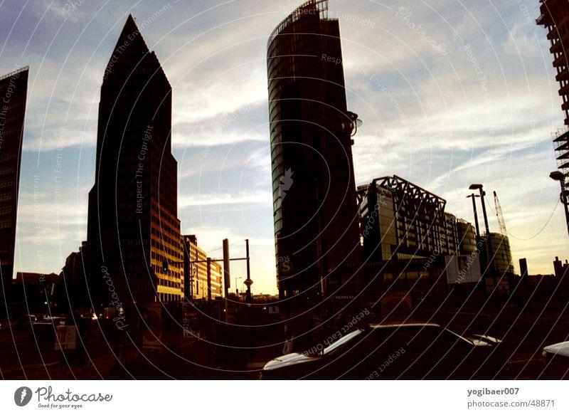 Potsdamer-Platz Gebäude Gegenlicht Stimmung Abenddämmerung Abendsonne potsdamer Sony Center Berlin Sonne db-tower Architektur