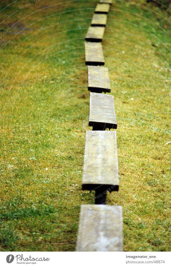 0008 Herbst Gras Holz Bank Reihe sehr wenige