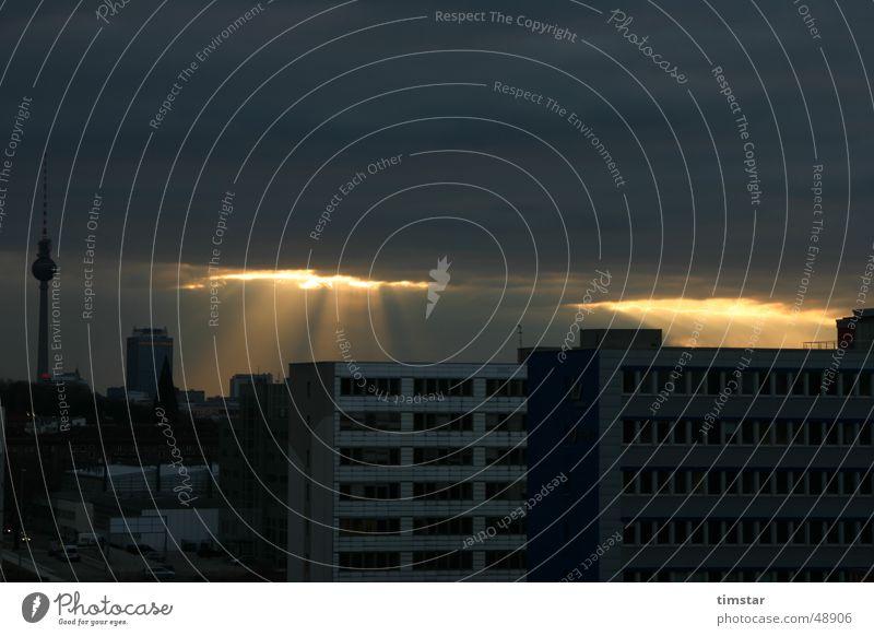 Berliner Götterfunke Licht Durchbruch Wolken Sonne Berliner Fernsehturm Himmel