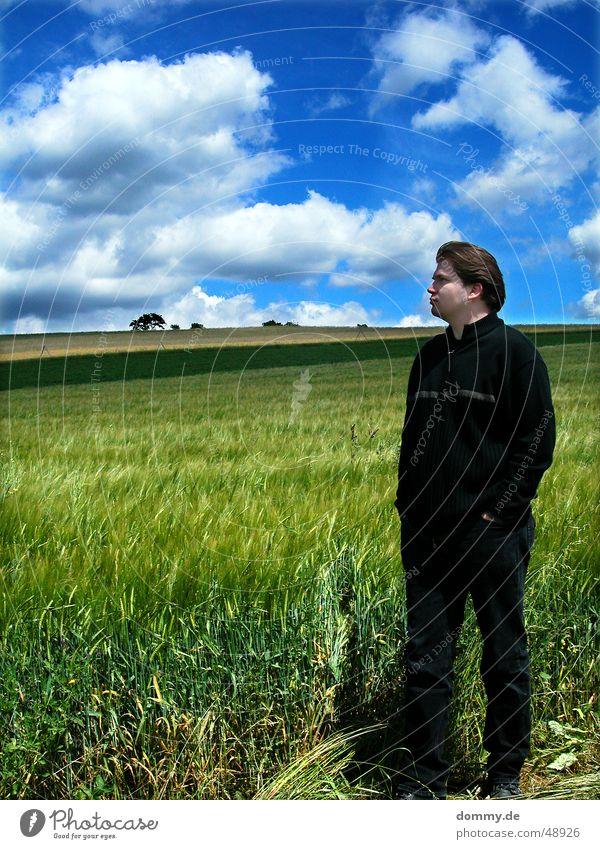 früher... Mann Vergangenheit Denken stehen Feld Würzburg Höchberg Weste Hose Wachstum Frühling Wolken weiß grün Baum klaus nachdenken Nase Mund Auge blau