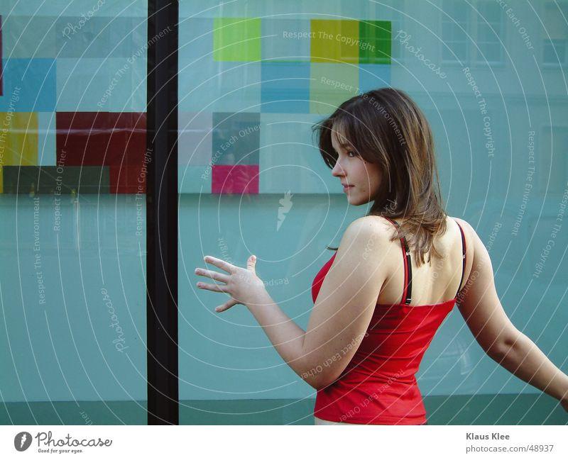 GlasKörper 20 Gefühle attackieren Fensterscheibe durchsichtig Linie schwarz Hintergrundbild gelb grün Quadrat rot Hemd Bluse Hand berühren Maria Konzentration