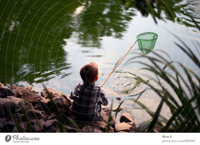 Nix erwischt Freizeit & Hobby Spielen Kinderspiel Ausflug Abenteuer Mensch Junge Kindheit 1 3-8 Jahre Küste Teich Bach sitzen warten Gefühle Stimmung geduldig