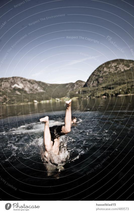 Kopfüber Mensch Kind Jugendliche Ferien & Urlaub & Reisen Wasser Sommer Freude Ferne Erwachsene Berge u. Gebirge Leben Küste Schwimmen & Baden Glück
