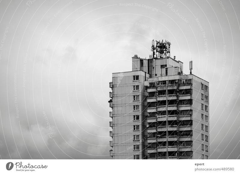 Social Network II Häusliches Leben Kultur Haus Hochhaus Fassade Balkon dunkel eckig groß hoch trist Stadt Gesellschaft (Soziologie) gleich Identität Kontakt