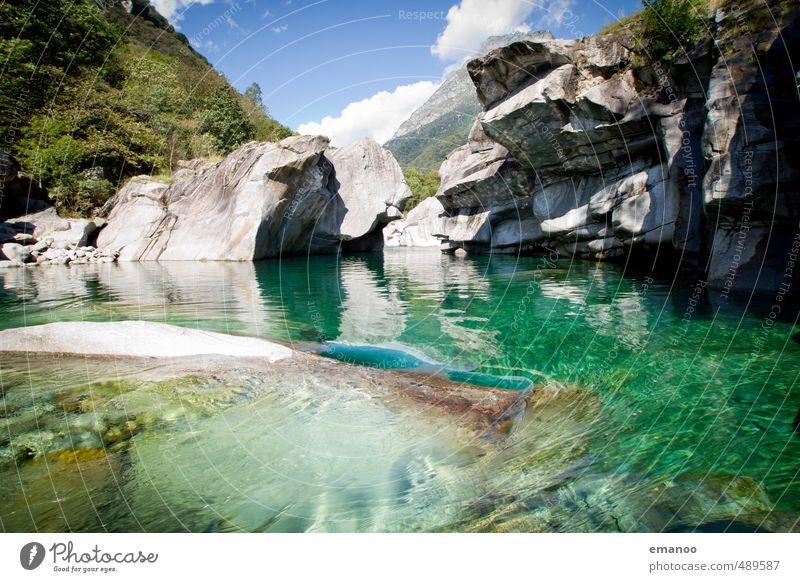 verzascagrün Himmel Natur Ferien & Urlaub & Reisen Wasser Sommer Landschaft kalt Felsen hoch Fluss Alpen Schweiz deutlich Wasseroberfläche Schlucht