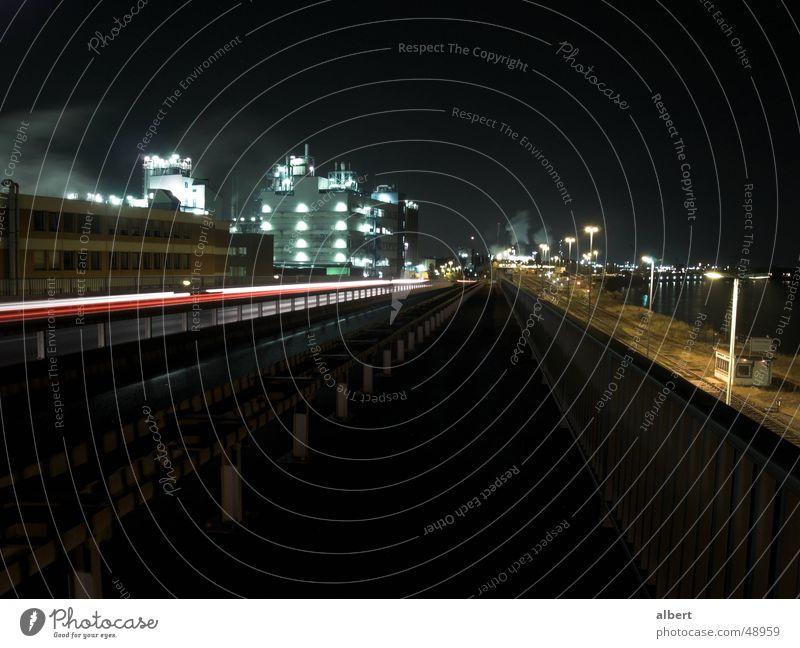 Wesselinger Industriegebiet Köln Nacht dunkel Langzeitbelichtung Eisenbahn Industriefotografie wesseling Rhein Bahnhof