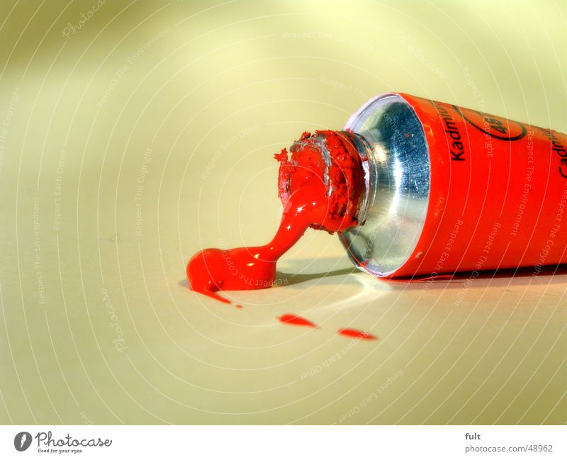 gleiche tube, anderes foto rot Farbe Metall Kunst offen liegen Freizeit & Hobby dreckig Schriftzeichen Wassertropfen Bodenbelag rund streichen unten Material