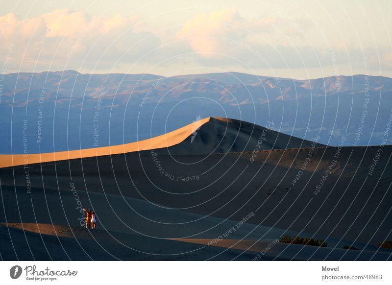 Death Valley USA Mensch Himmel Natur schön Ferien & Urlaub & Reisen Wolken Ferne Erholung Berge u. Gebirge Sand Stimmung Horizont wandern Abenteuer Tourismus