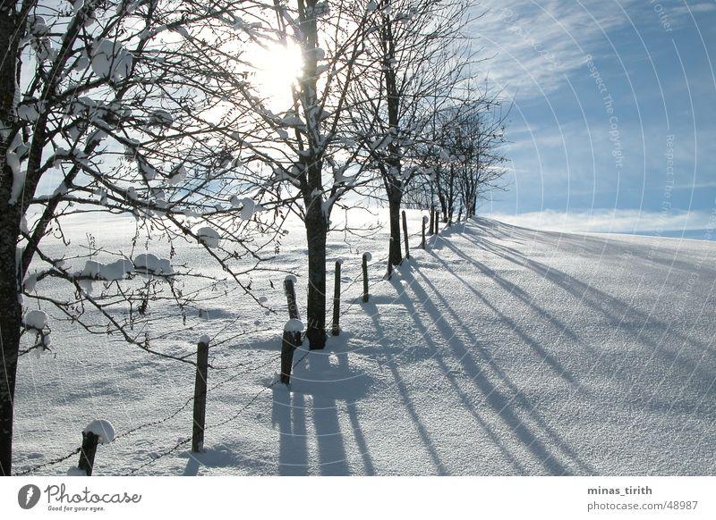 Sonnenuntergang im Gebirge Winter kalt Schnee Frost