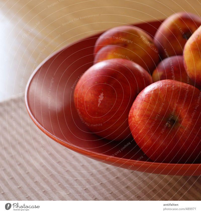 Äpfel und Nektarinen rot ruhig Gesunde Ernährung Innenarchitektur Gesundheit liegen braun Lebensmittel orange Wohnung Raum Frucht Häusliches Leben