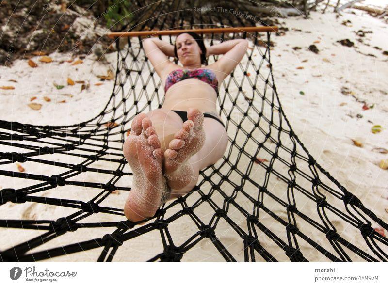 sich ein Päuschen gönnen Freizeit & Hobby Mensch feminin Junge Frau Jugendliche Erwachsene Körper Fuß 1 30-45 Jahre Gefühle Stimmung Hängematte