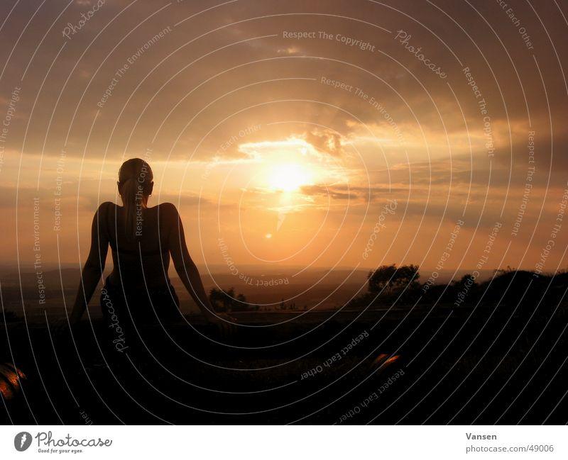 Die letzte Wärme Mensch Sonne Wolken Erholung genießen