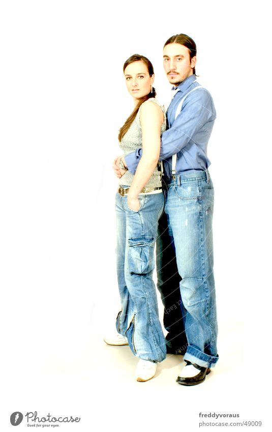 r&c 3 Frau Mann weiß Liebe Zusammensein Sicherheit Model Jeanshose berühren Jacke Bart Hemd Schmuck Geborgenheit langhaarig