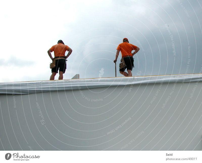 orange Verschnaufpause Arbeiter Baustelle Haus Mauer Wand Montage Etage aufstellen Himmel