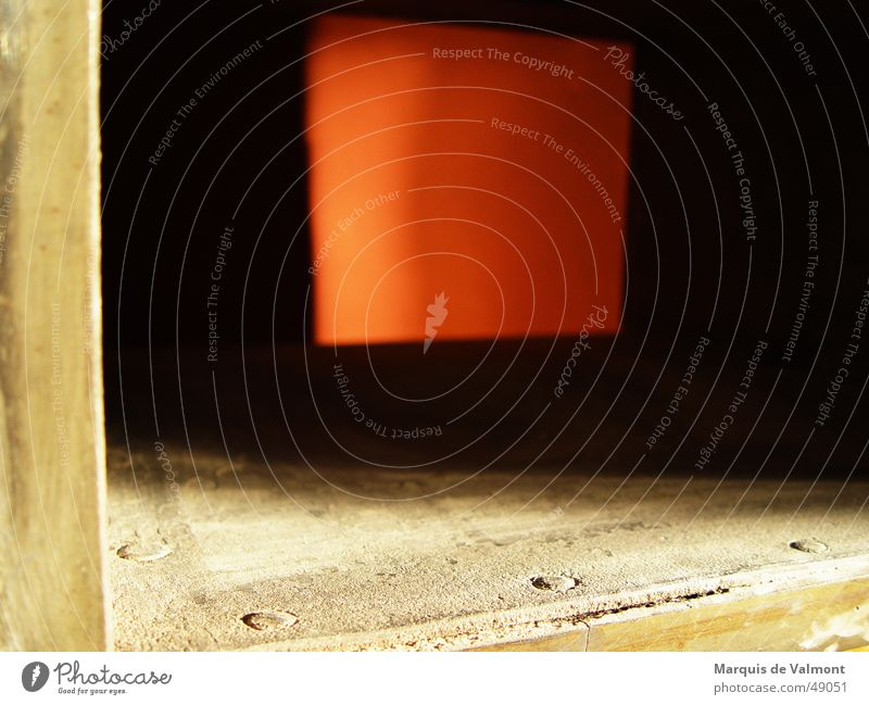 Einblick rot dunkel dreckig Industriefotografie verfallen Tor Quadrat Kasten Rost Riss Rahmen Lautsprecher Eisen Blech Staub Rechteck
