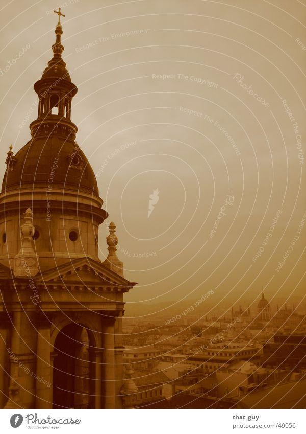 In der Ferne versunken Stadt Freiheit Religion & Glaube Nebel groß Rücken Budapest