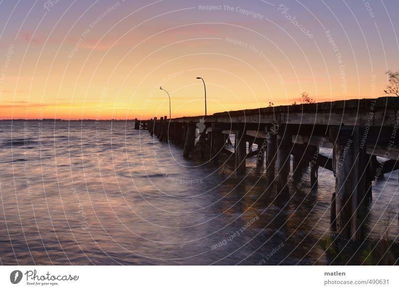 base Landschaft Wasser Himmel Wolkenloser Himmel Horizont Sonne Herbst Wetter Schönes Wetter Wellen Küste Ostsee Menschenleer Brücke Schifffahrt alt blau braun