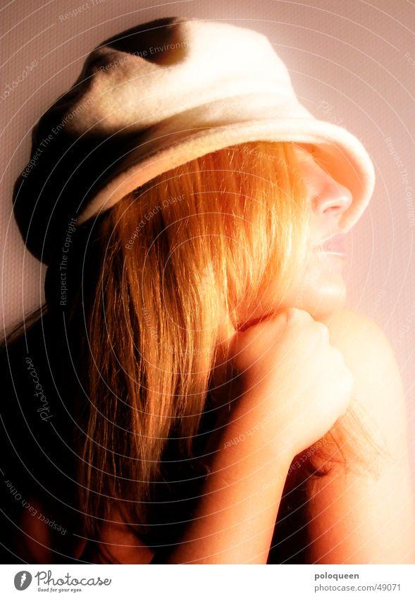 goldkehlchen Frau Gesicht blond Hut