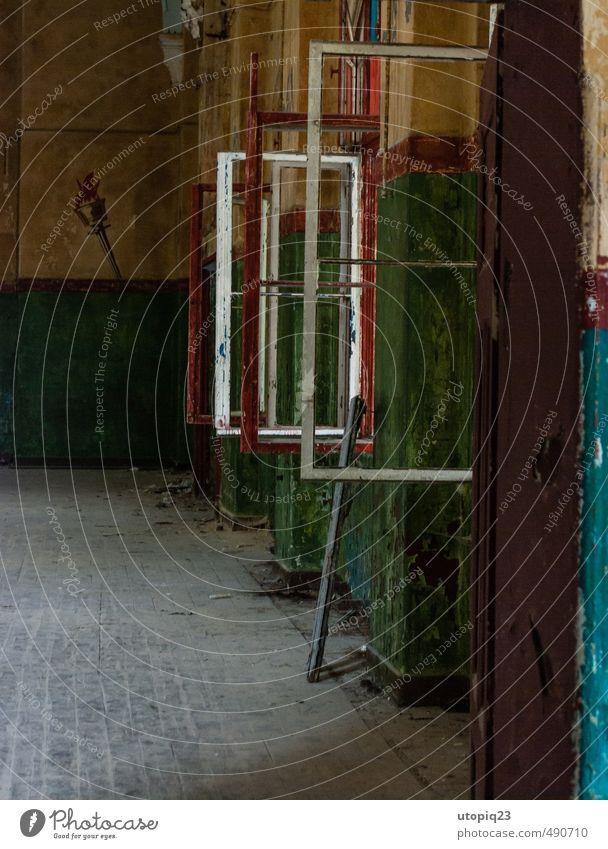 Frames Architektur Mauer Wand Fassade Terrasse Fenster Tür Sehenswürdigkeit Denkmal dreckig trashig trist gelb grün rot weiß Verfall Vergänglichkeit