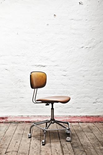 Vintage Lonesome Umzug (Wohnungswechsel) Stuhl Büro Menschenleer warten trendy retro Gastfreundschaft geduldig ruhig Einsamkeit Siebziger Jahre altehrwürdig