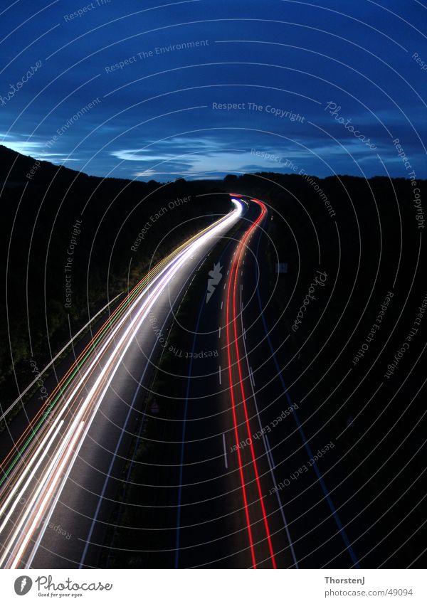 Autobahn bei Nacht Straße Linie