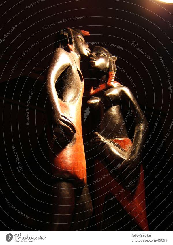 afrikanisches Paar Frau Mensch Mann Sonne rot ruhig Liebe Holz Glück Paar Wärme braun Zusammensein paarweise Afrika Physik