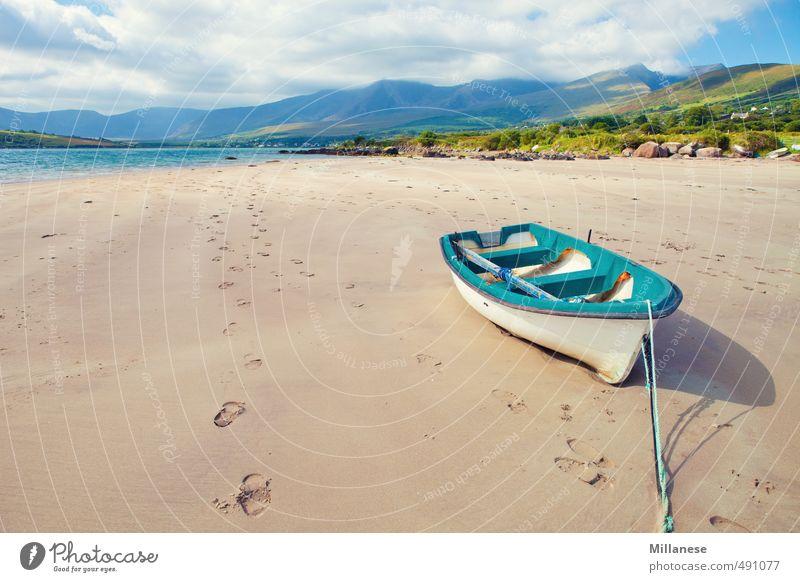 Boot am Meer blau Landschaft Berge u. Gebirge Küste Wasserfahrzeug Sehnsucht Sandstrand Ebbe gestrandet
