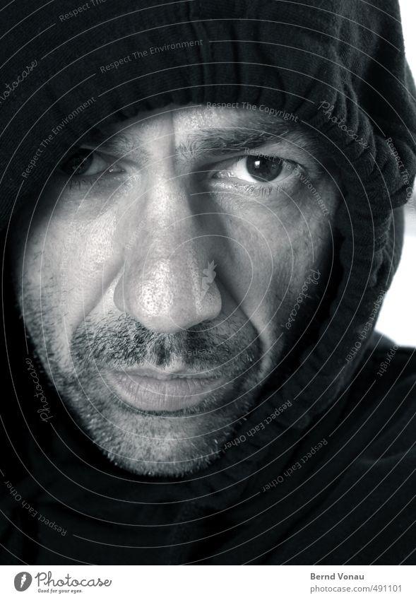 Hundert und ein Augenblick... Mensch Mann weiß schwarz dunkel kalt Erwachsene Gesicht grau maskulin Bekleidung Hautfalten Gesichtsausdruck frieren direkt
