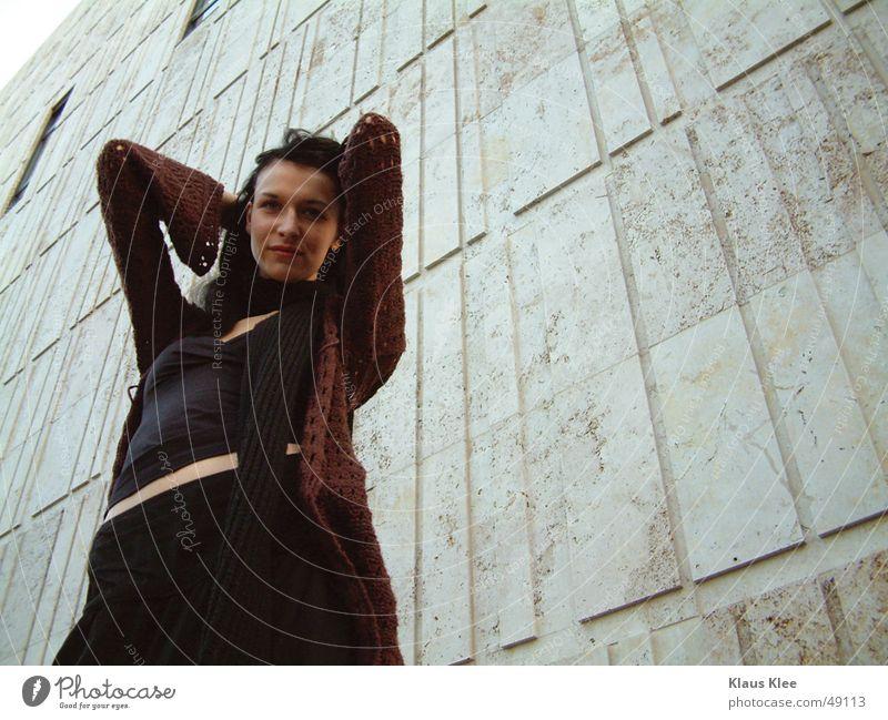 Kiako Frau Mensch schön Gesicht schwarz Wand Fenster Haare & Frisuren Beton Fassade Körperhaltung Dresden verführerisch