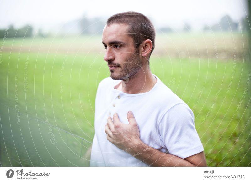 white Junger Mann Jugendliche 1 Mensch 18-30 Jahre Erwachsene T-Shirt brünett kurzhaarig Dreitagebart schön Farbfoto Außenaufnahme Tag Schwache Tiefenschärfe