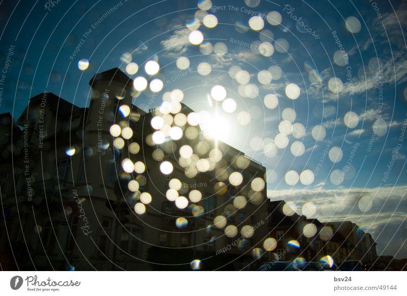 raindrops Haus Gegenlicht Regen Wassertropfen Himmel blau Sonne