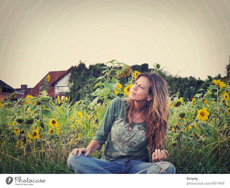 hippie-mama Mensch Frau Himmel Natur Jugendliche Sommer Junge Frau Hand 18-30 Jahre Erwachsene Gesicht Umwelt Leben feminin Gras Haare & Frisuren
