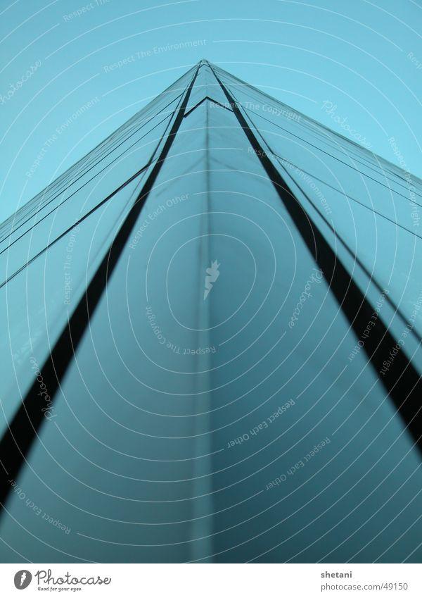 blaue Pyramide Himmel Glas Paris Louvre