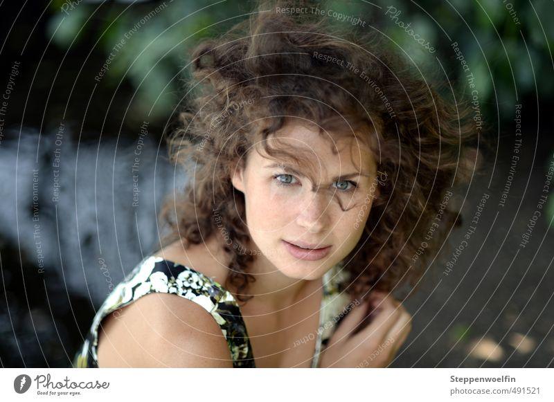 Naturschönheit Mensch Kind Jugendliche schön grün Wasser Sommer Baum Junge Frau ruhig 18-30 Jahre Gesicht Erwachsene Erotik feminin Spielen