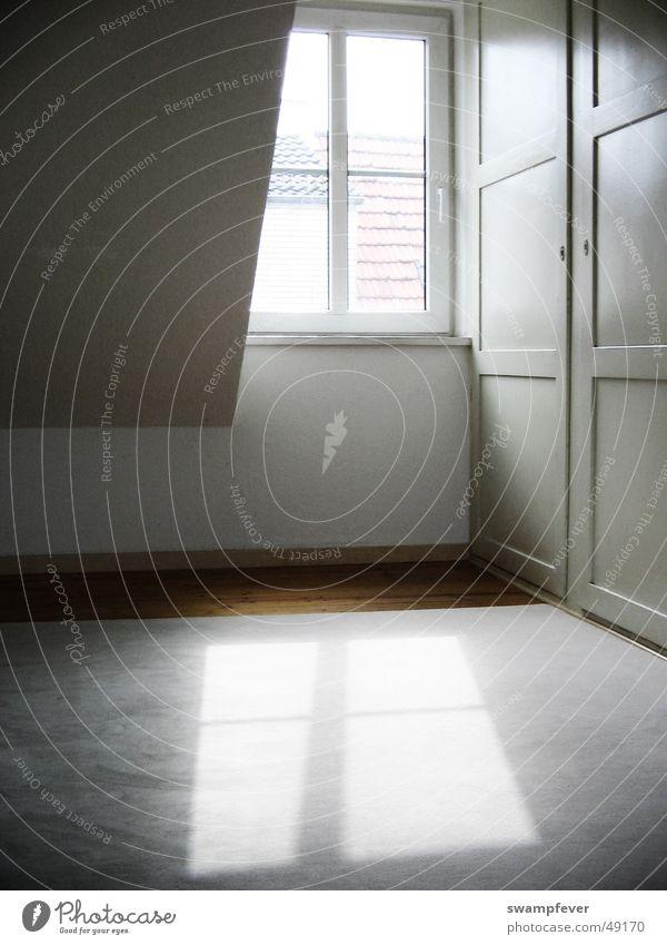 Das doppelte Fenster Licht Schranktüren Einbauschrank weiß Parkett Holzfußboden Teppich Stimmung Physik Innenarchitektur Aussicht Dachgeschoss Penthouse window