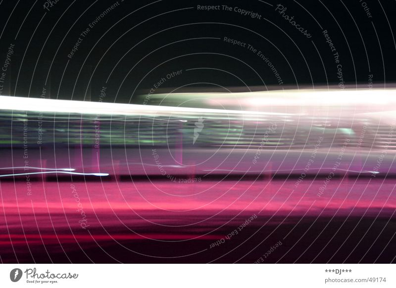 Flash of light violett weiß rosa schwarz Licht Geschwindigkeit drehen Drehung Unschärfe