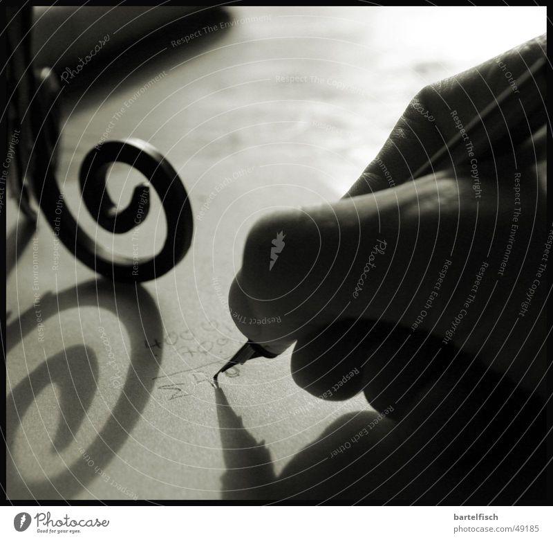 ausgerechnet (bei) Vollmond Mensch Hand Einsamkeit ruhig kalt hell Konzentration Müdigkeit Mond Nostalgie rechnen Mathematik Handschrift Vollmond Kerzenständer