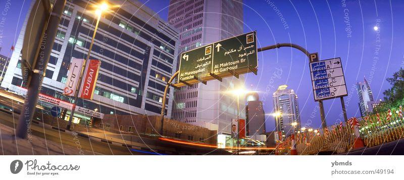 downtown Dubai Vereinigte Arabische Emirate Dämmerung Corniche Arabien Verkehr vereinte arabische emirate Abend Straße Schilder & Markierungen