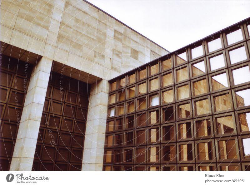 architekturstruktur Haus Gebäude Spiegel Fensterscheibe Beton Muster Außenaufnahme groß Semperoper Dresden Glas Tor Detailaufnahme kreutz Strukturen & Formen
