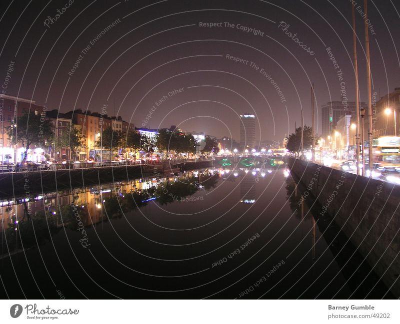 Dublin bei Nacht Reflexion & Spiegelung Liffey Licht Fluss river night Republik Irland light