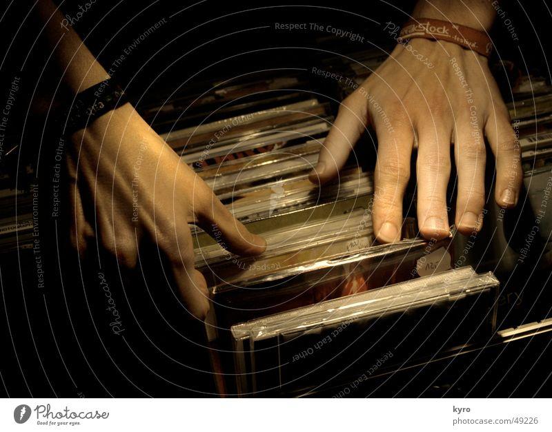 choose one Hand Musik Finger Suche Industriefotografie Konzert Schallplatte Produktion Hülle Compact Disc Armband Merchandise