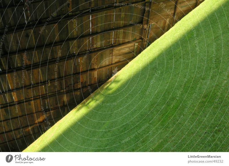 Diagonal grün Gras Holz Abdeckung Parc de Bercy Paris Rasen Sonne Schatten Baugerüst