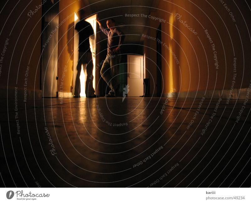 Langzeitbelichtung Mann Licht Wand sprechen Bodenbelag Fliesen u. Kacheln Tür