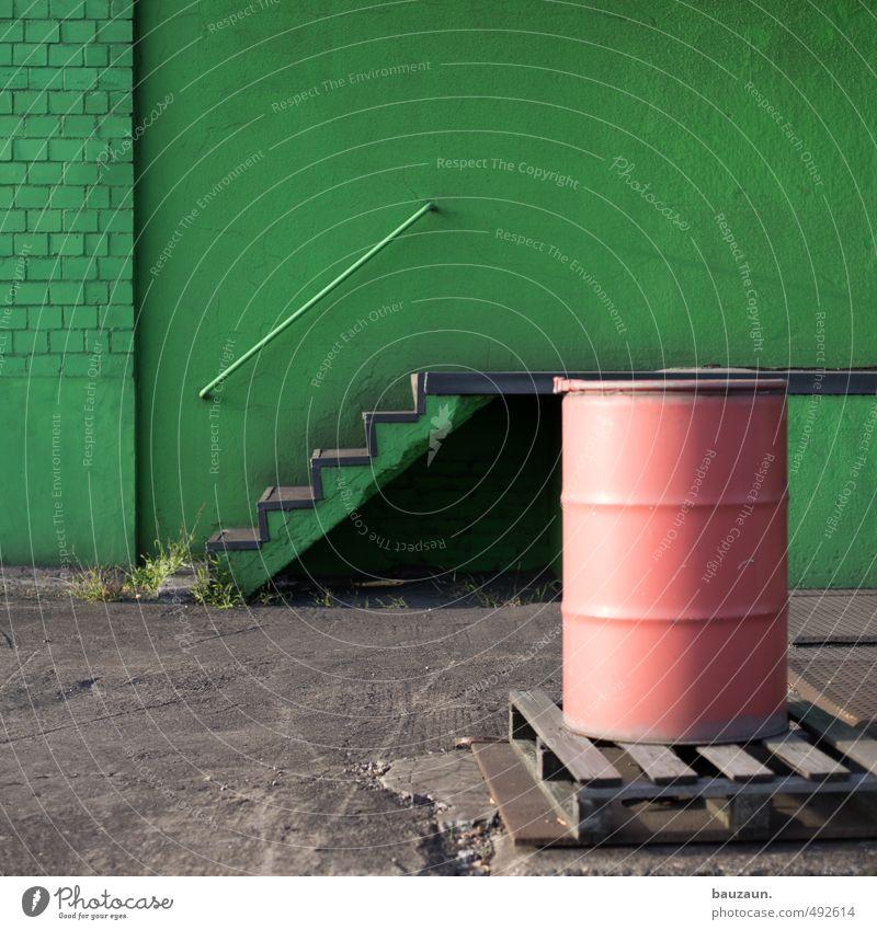 grünrot. Wand Mauer Holz Stein Metall Fassade Treppe Energiewirtschaft Beton Industrie Baustelle Landwirtschaft Güterverkehr & Logistik