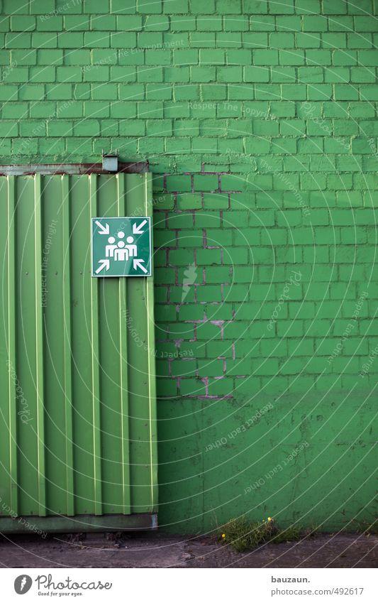grün. Wand Mauer Gebäude Stein Linie Metall Fassade Beton Hinweisschild Sicherheit Hoffnung Schutz Industrie Zeichen Baustelle