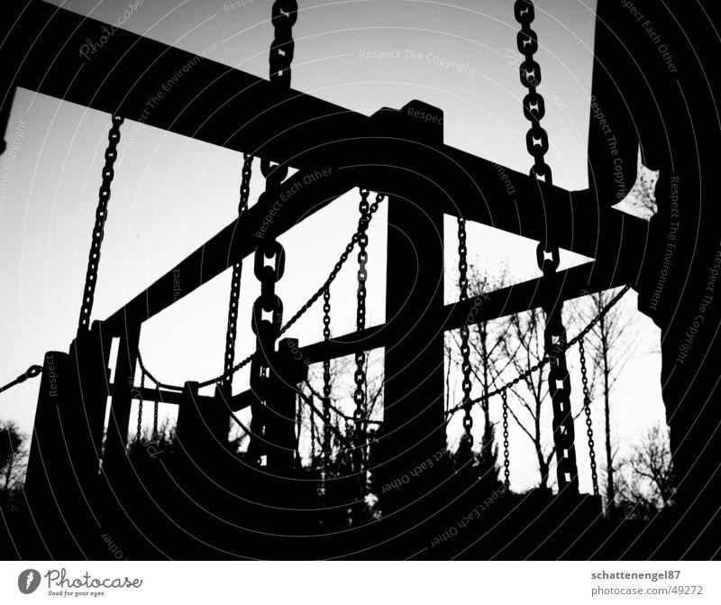 spielplatz weiß Baum Freude schwarz Holz grau Kette Spielplatz
