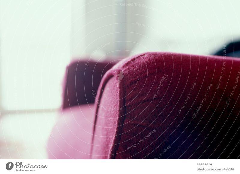 Rotes Sofa rot ruhig Erholung Denken hell sitzen Sofa