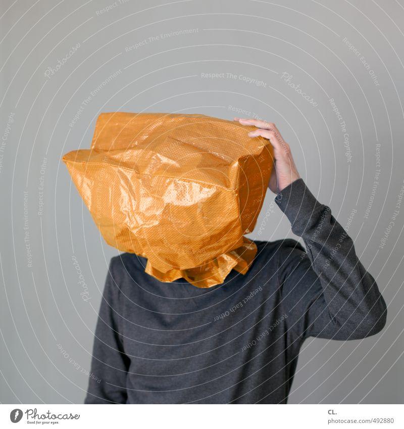 wo hab ich meinen kopf Mensch Jugendliche Mann Junger Mann 18-30 Jahre Erwachsene Haare & Frisuren grau Denken Kopf maskulin orange Bekleidung einzigartig