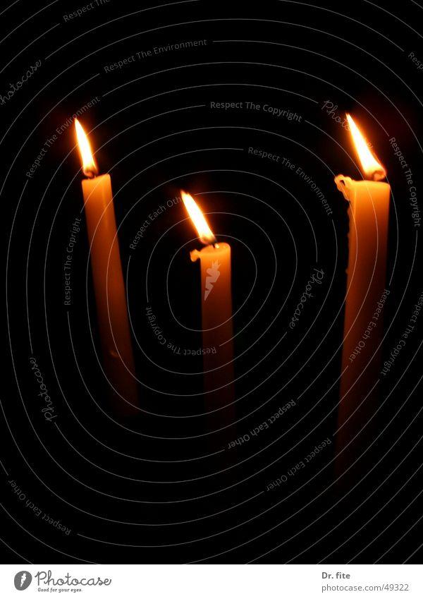 Kerzen dunkel Ernährung Traurigkeit Brand 3 planen Trauer Romantik Sehnsucht Kerzenschein Ziffern & Zahlen Lichtblick